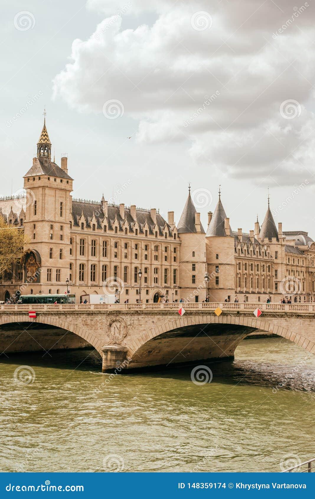 Palais royal m?di?val de Conciergerie