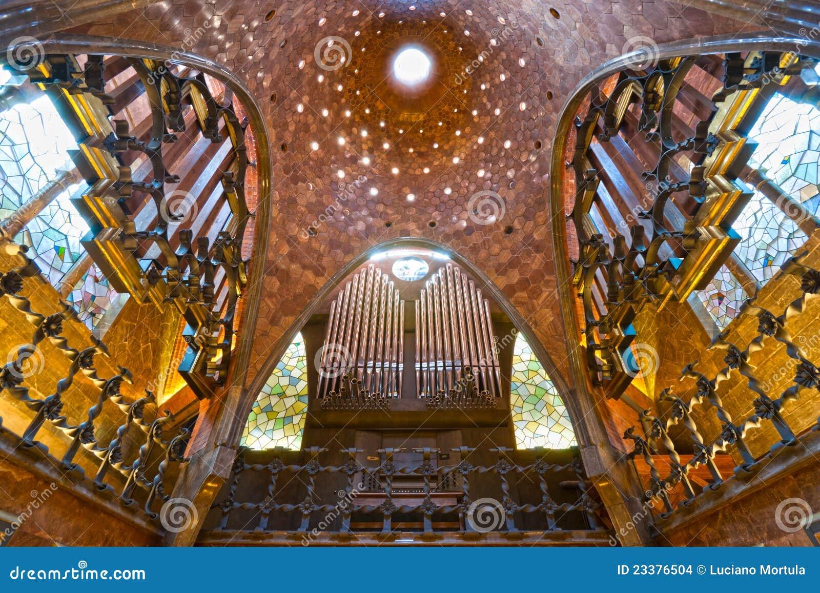Palau Guell, Barcelona, Spanje. Stock Afbeeldingen ...