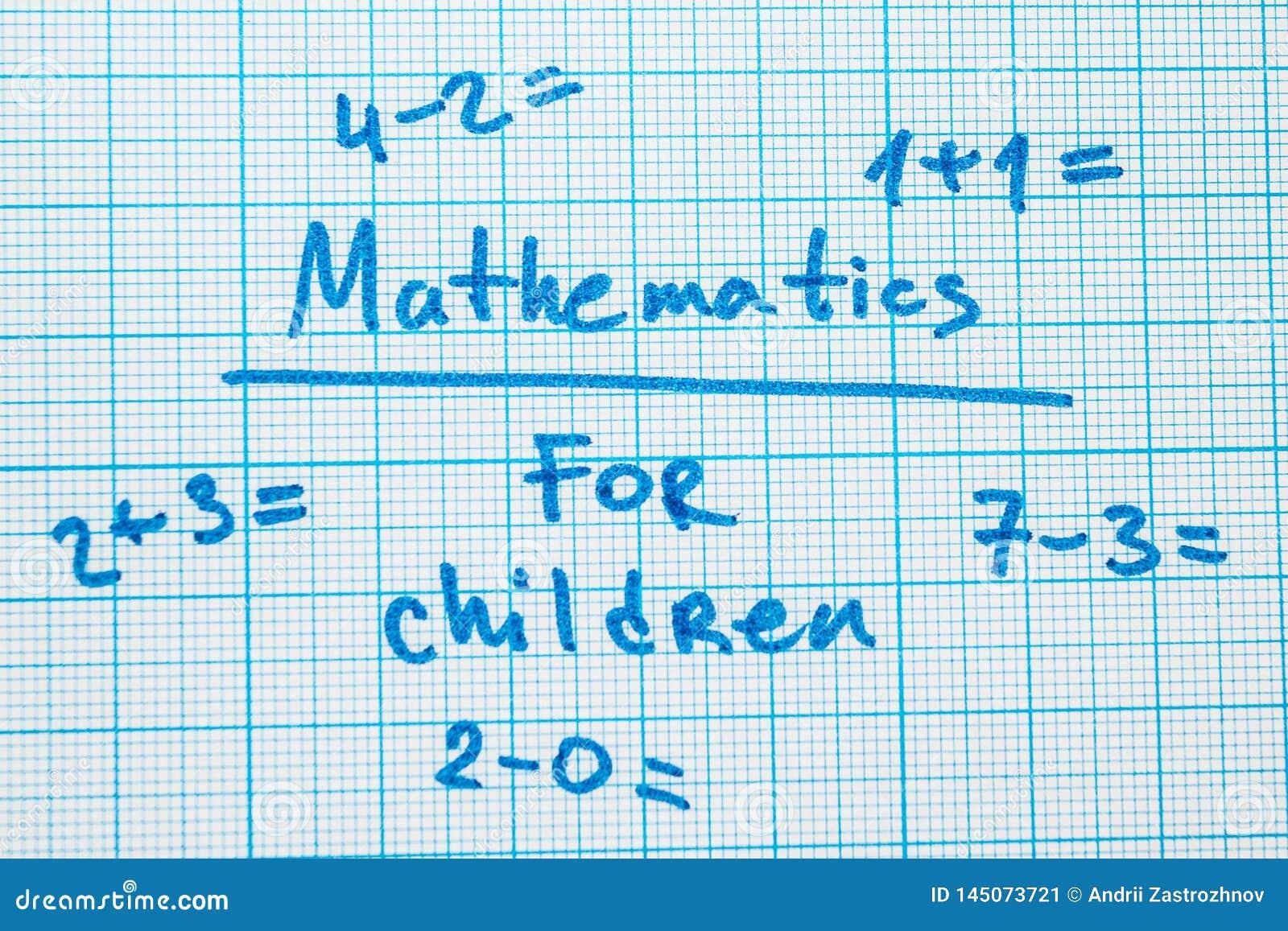 A palavra 'matemática para crianças 'com tarefas em um caderno para tirar