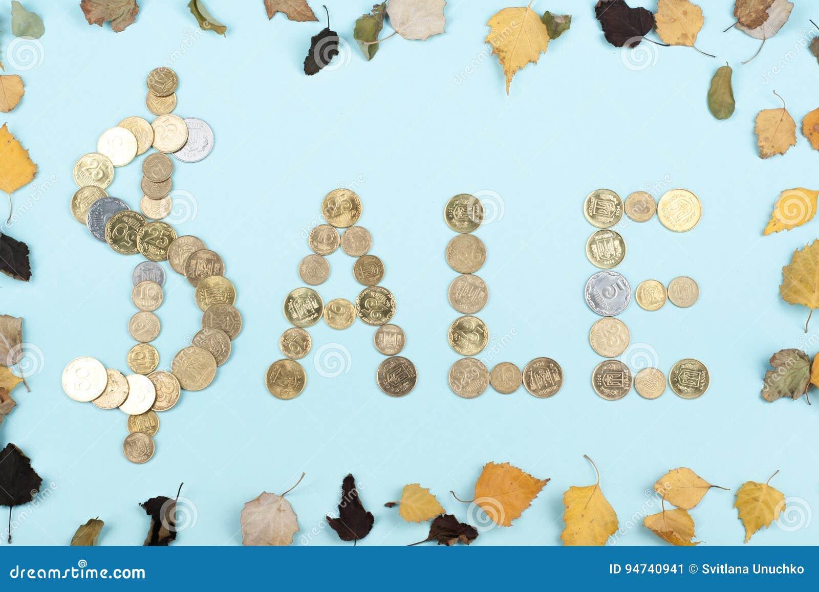 Palavra da venda no fundo azul composto das letras de madeira do bloco colorido do alfabeto do ABC, espaço da cópia para o texto