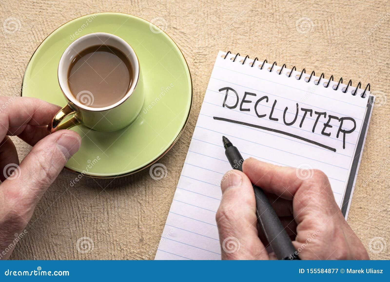 Palavra de Declutter - escrita em um caderno