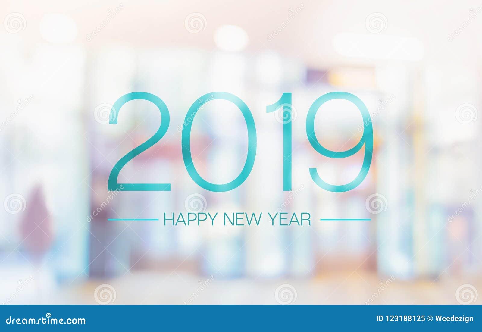 Palavra do ano novo feliz 2019 no offi pálido do salão de convenção da cor do borrão