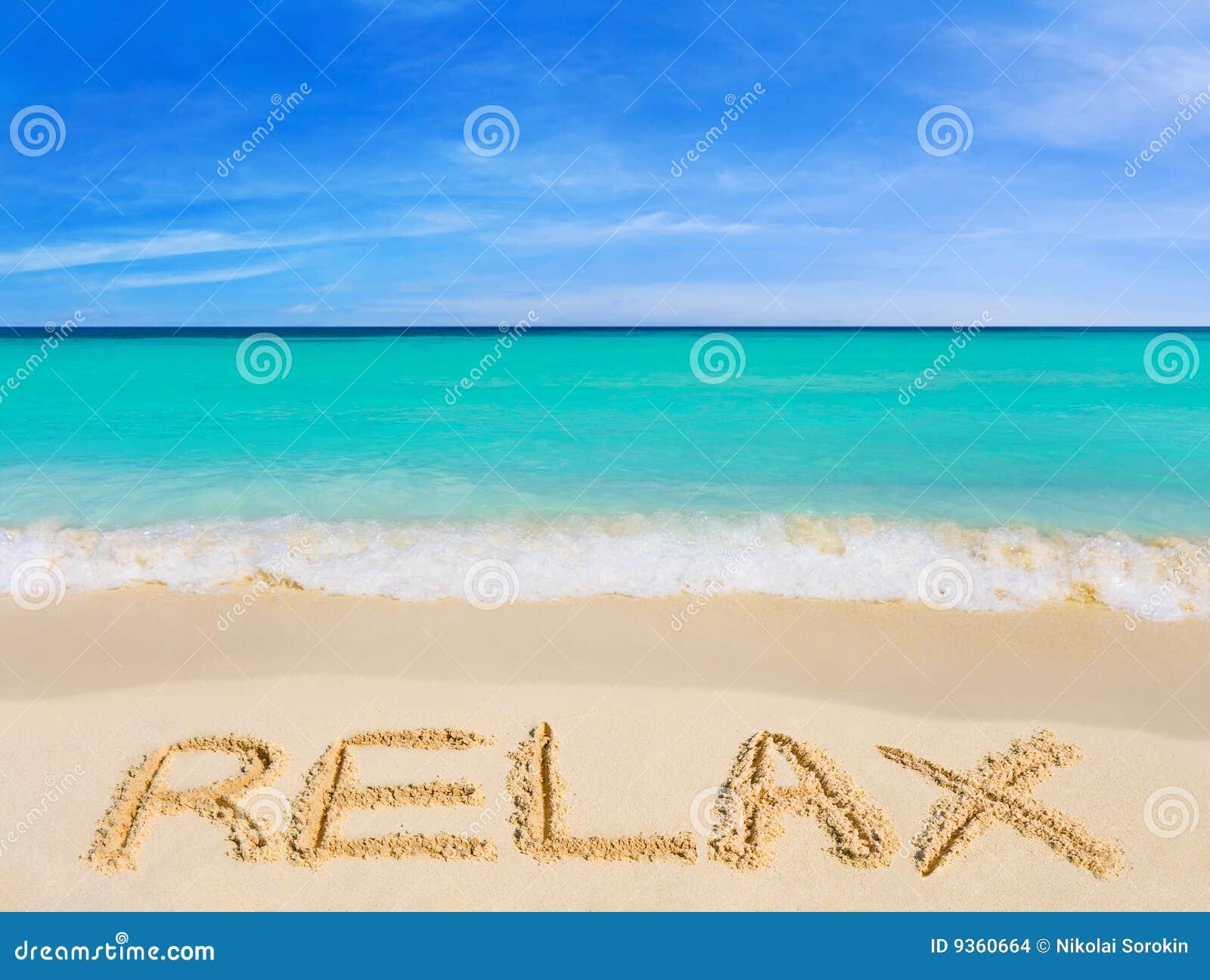 A palavra relaxa na praia