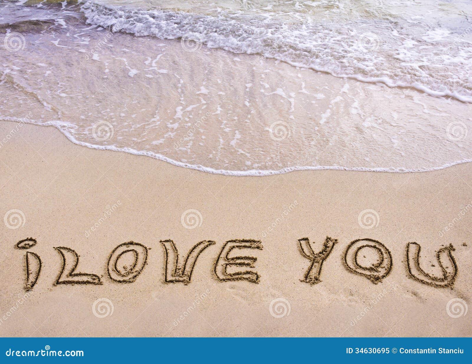 Eu Te Amo Escrito Na Areia Imagens De Stock Royalty Free: Palavras EU TE AMO Escritas Na Areia, Com As Ondas No