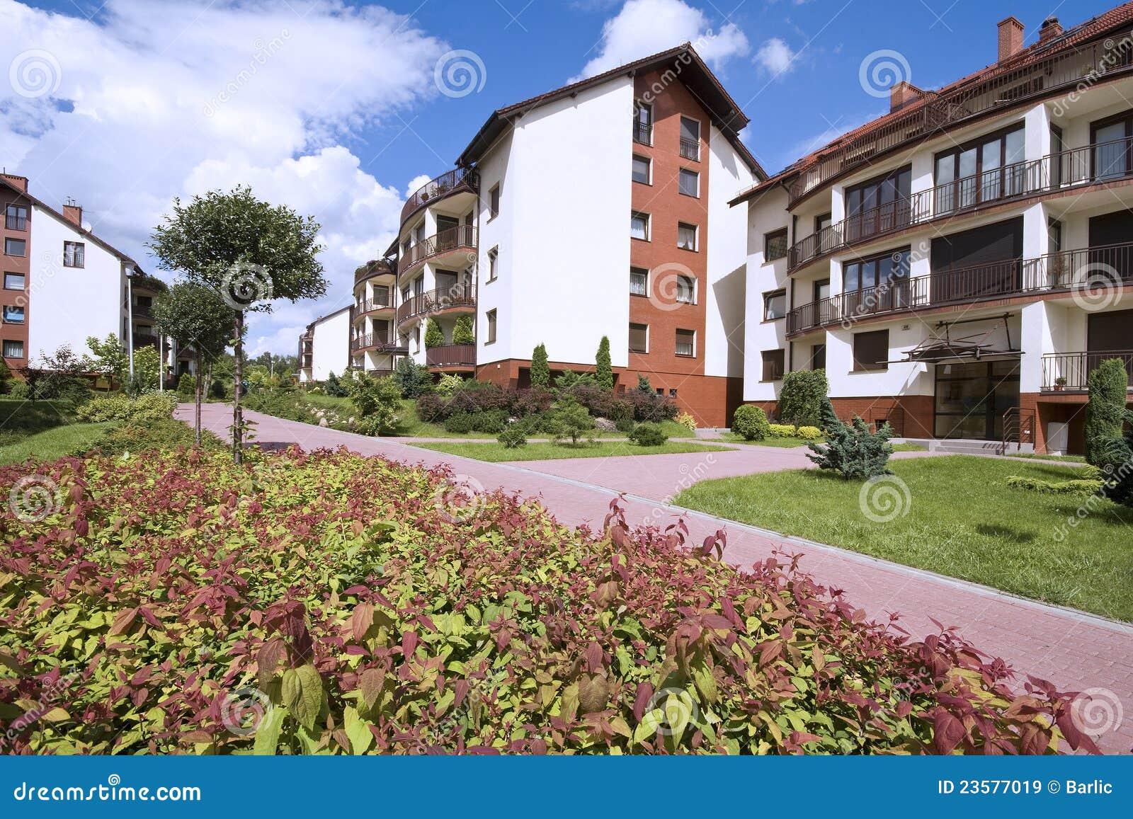 Palazzine di appartamenti urbane moderne immagine stock for Palazzine moderne