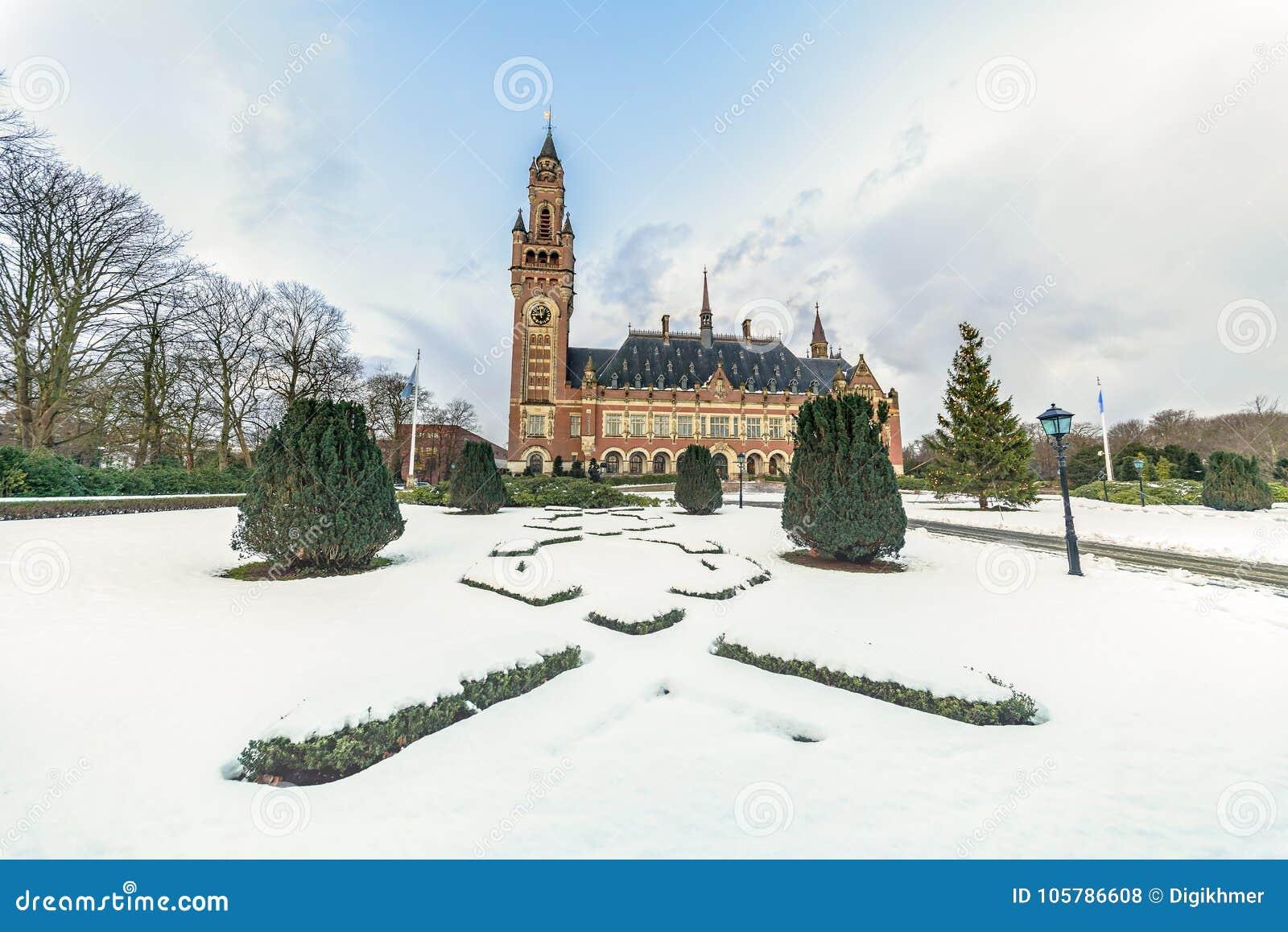 Palazzo di pace, Vredespaleis, sotto la neve