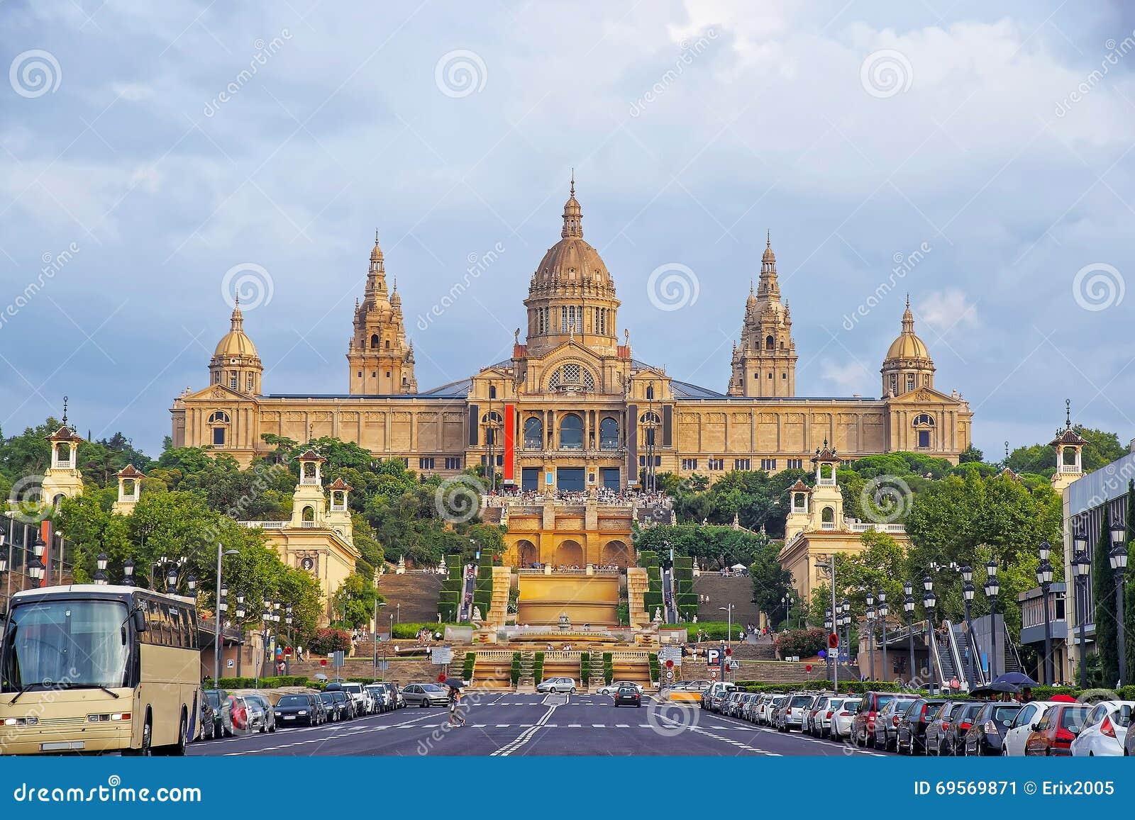 Palazzo nazionale sulla collina di montjuic a barcellona for Spagna barcellona