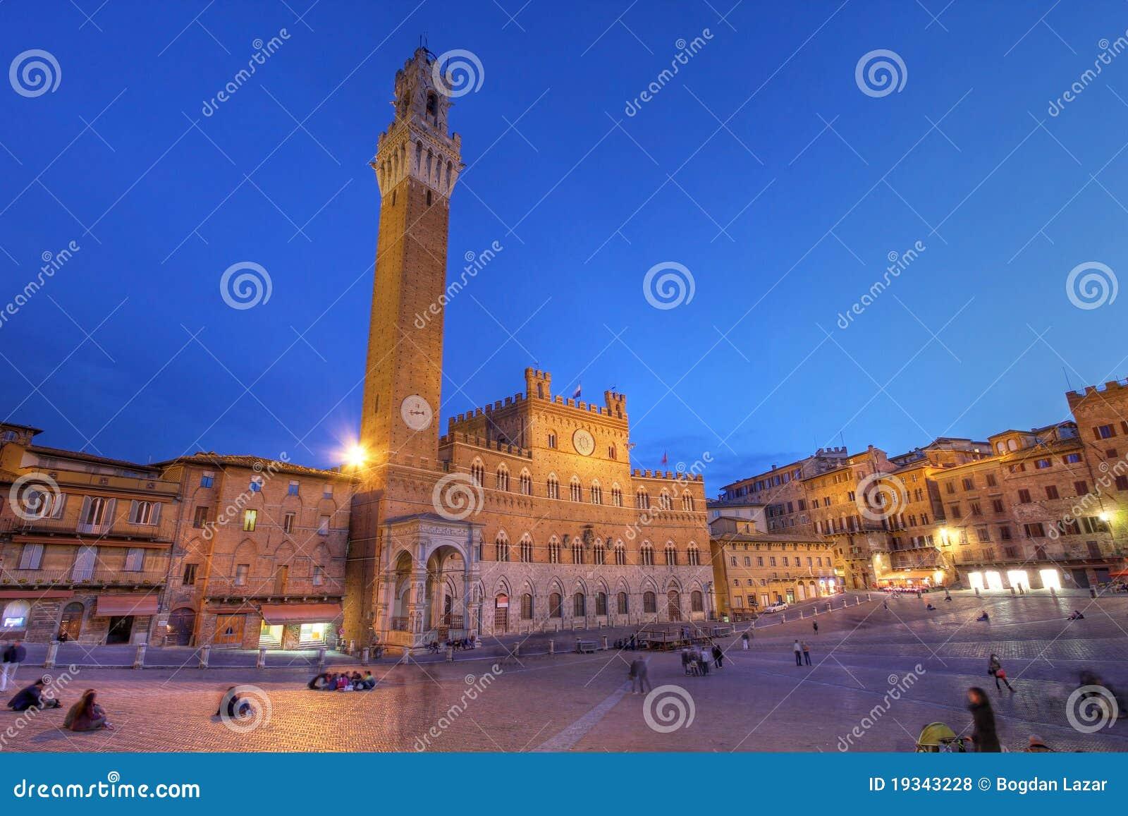 Palazzo Publico in Piazza del Campo, Siena, Italia