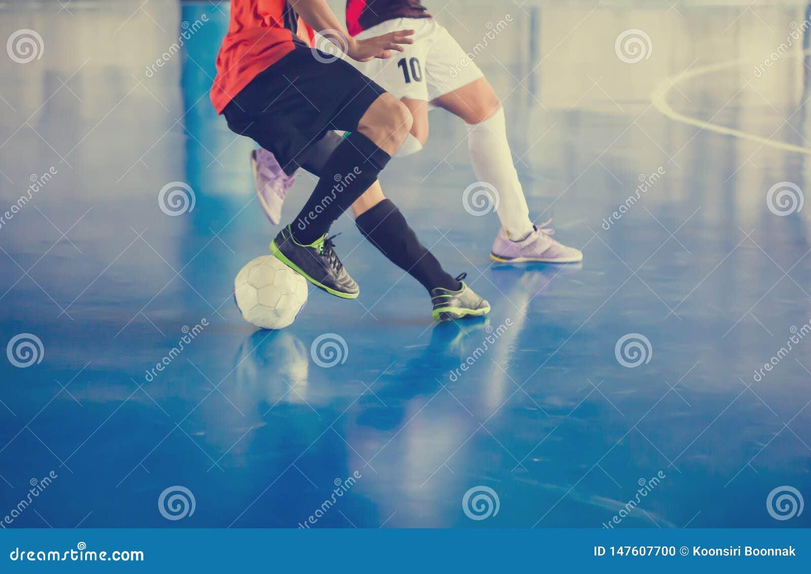 Palestra di calcio dell interno Giocatore futsal di calcio, palla, pavimento futsal