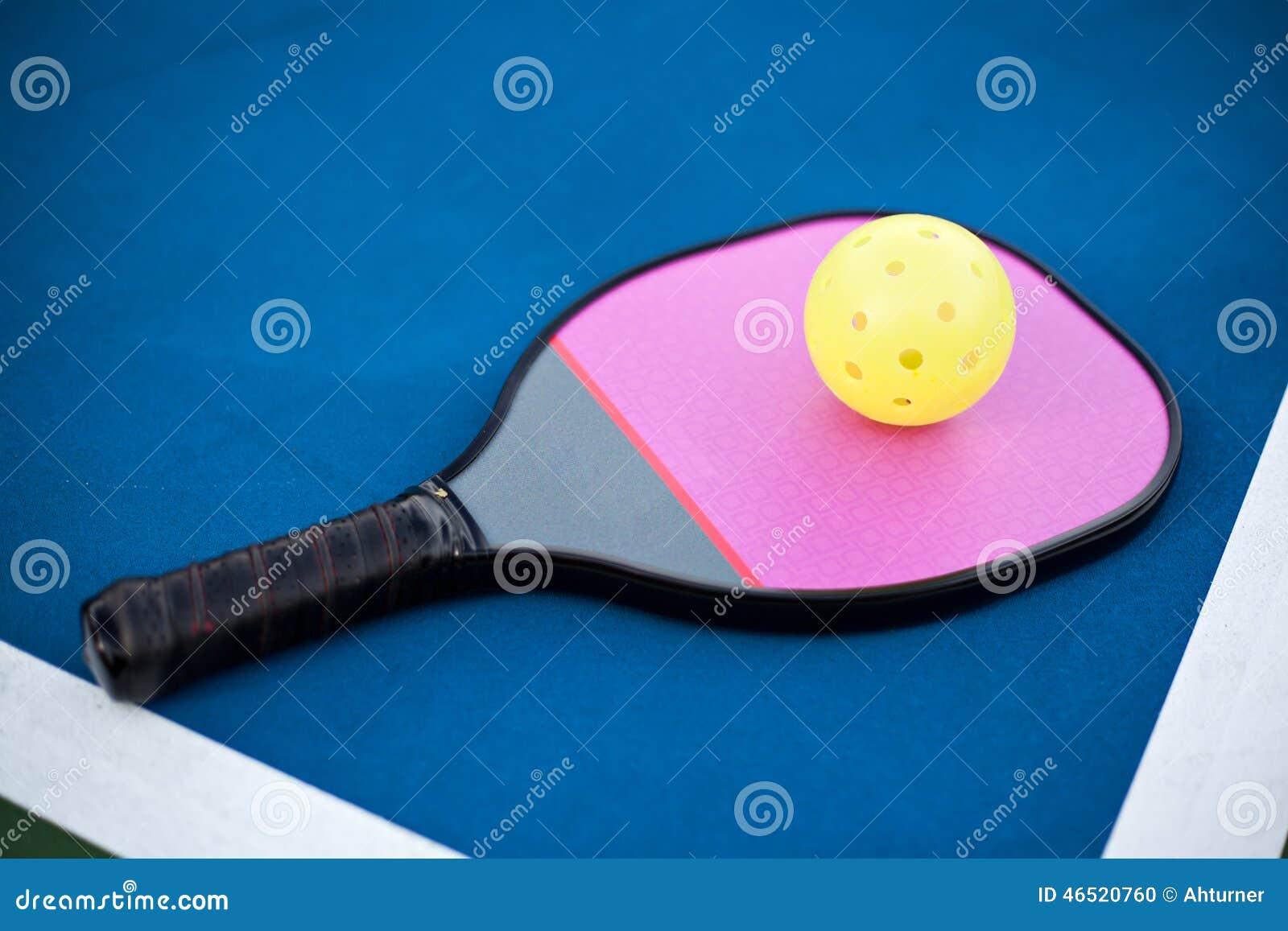 Paleta y bola de Pickleball
