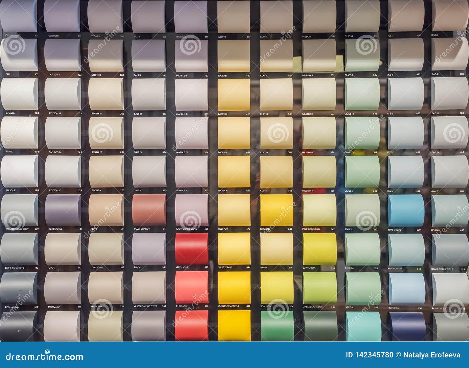 Affichage Avec Des Cartes Avec Les Pantones Colorés De Peinture Pour La  Décoration Intérieure