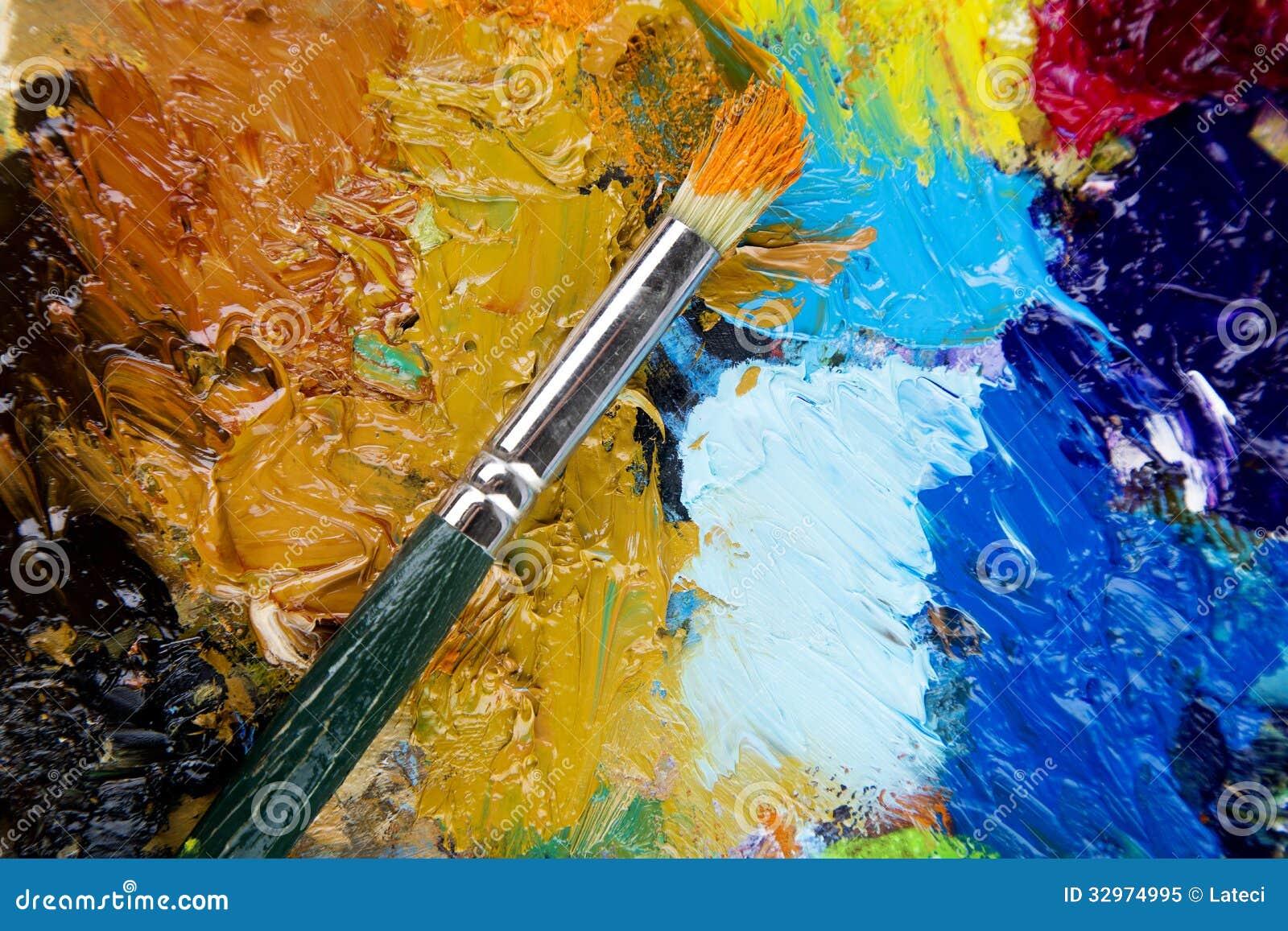 Palette en bois d 39 art avec des gouttes de peinture et d - Peinture pour palette en bois ...