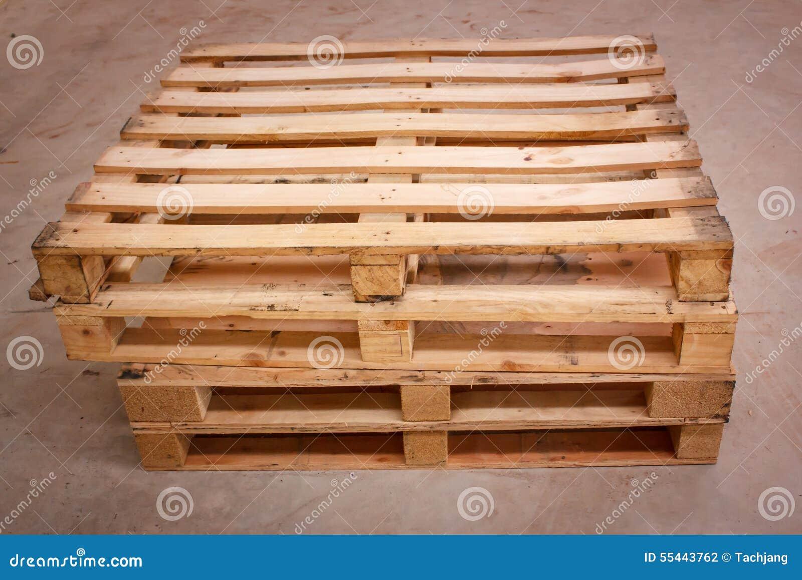 palette en bois d 39 exp dition dans des dimensions standard. Black Bedroom Furniture Sets. Home Design Ideas
