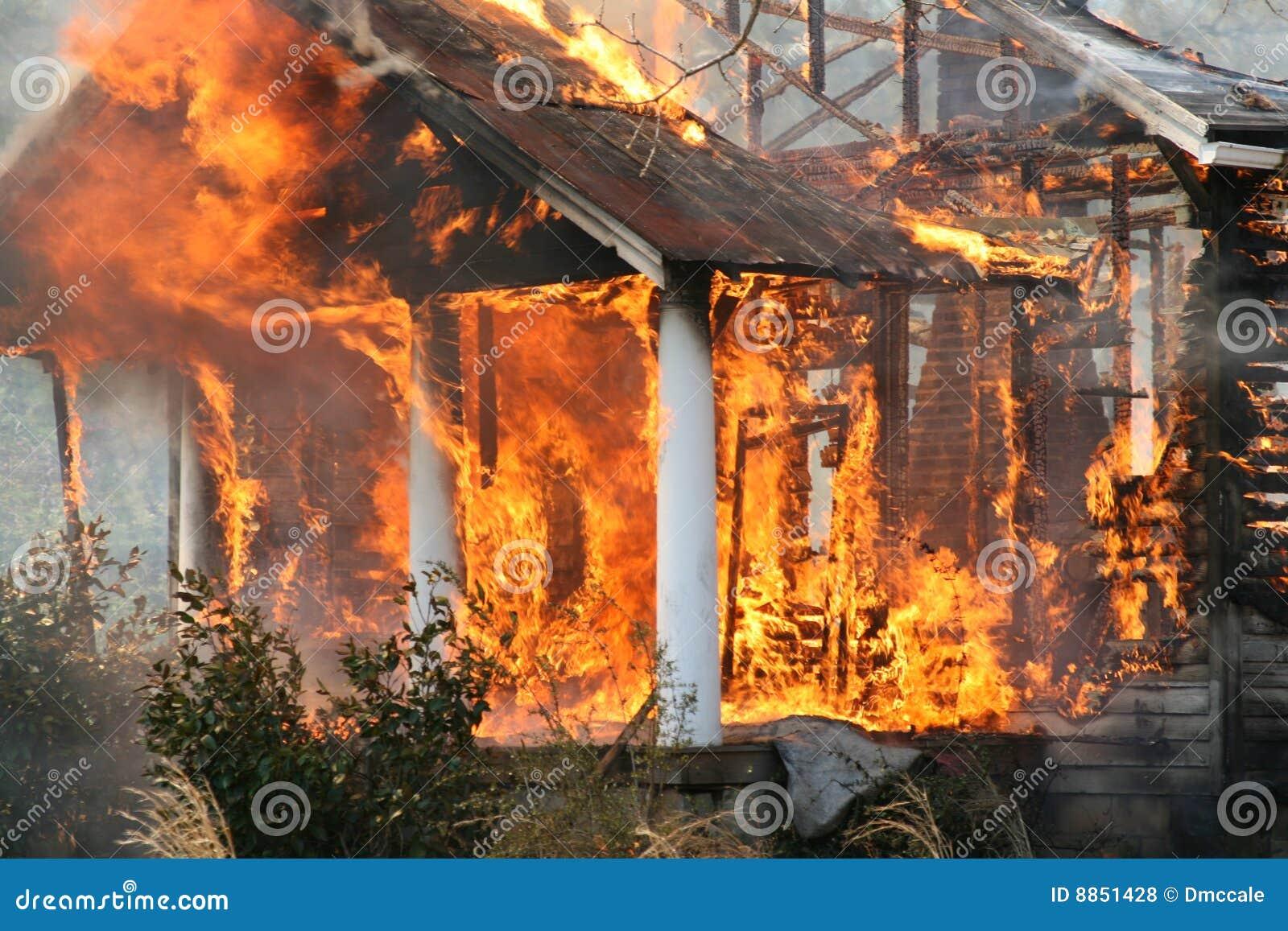 Pali puszka ogienia dom