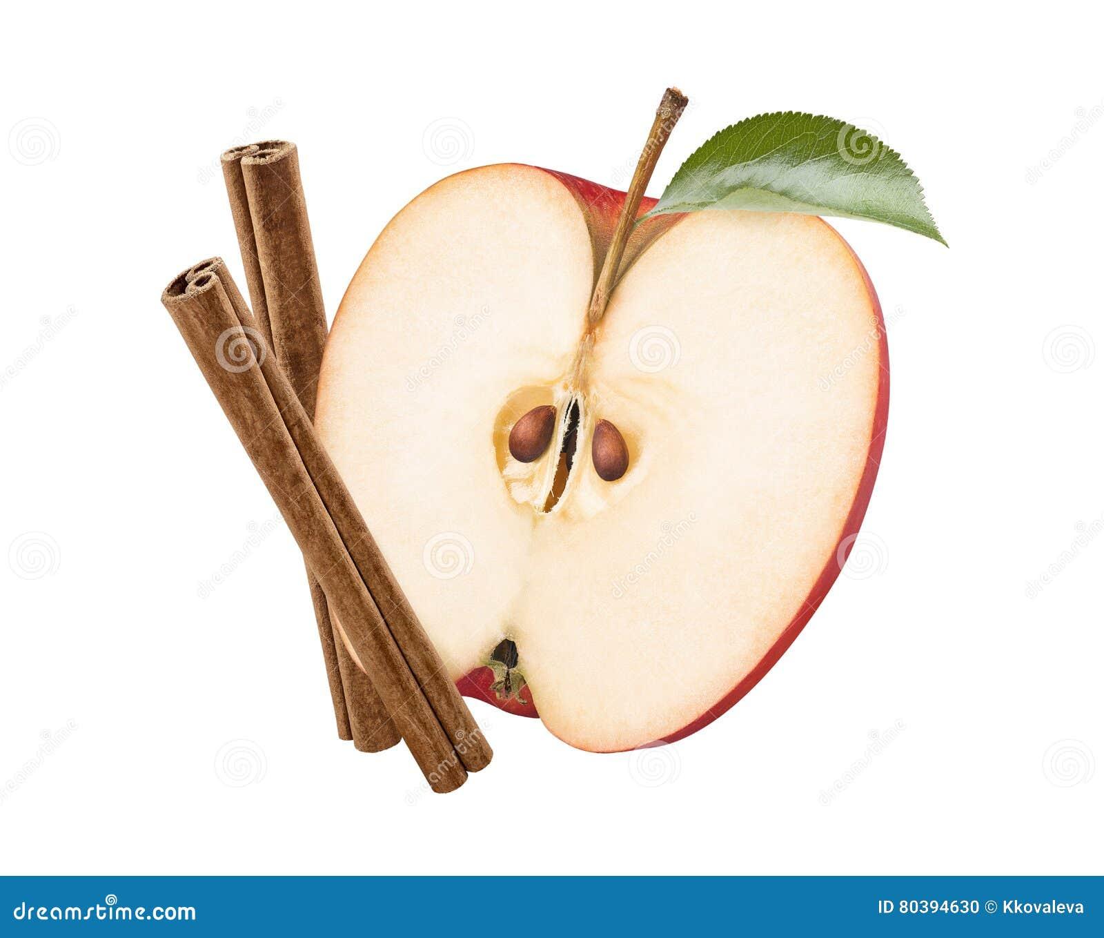Palillos de canela a medias verticales rojos de la manzana aislados