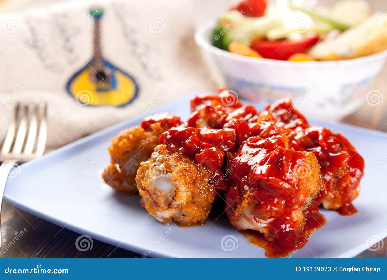 Palillos de pollo portugueses del piri-piri