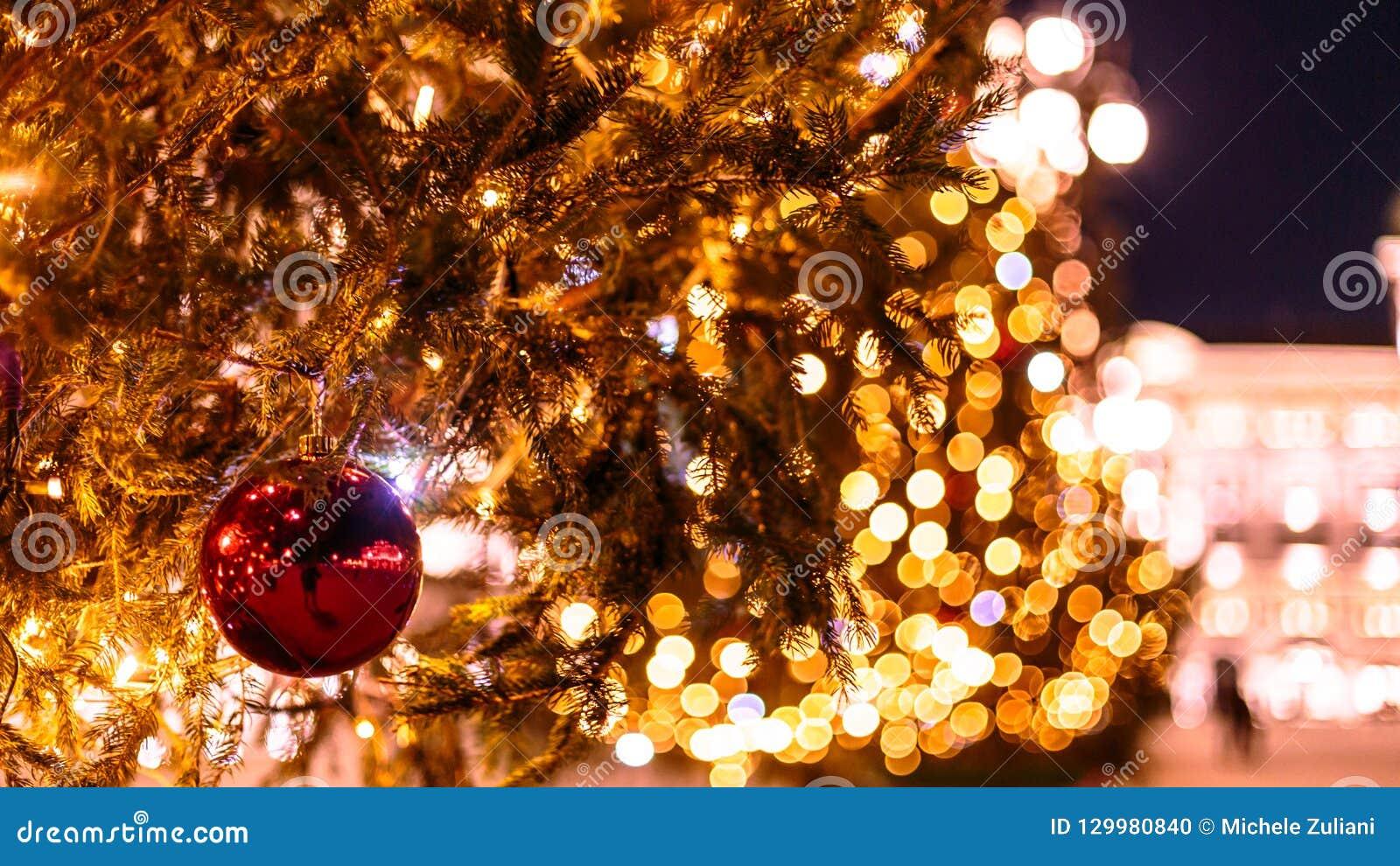 Trieste Natale Immagini.Palla Di Natale Nel Quadrato Di Trieste Fotografia Stock Immagine