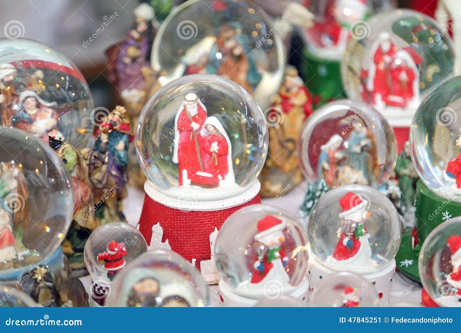 Foto Dentro Palline Di Natale.Palle Di Natale Con Acqua Dentro E La Scena Di Nativita