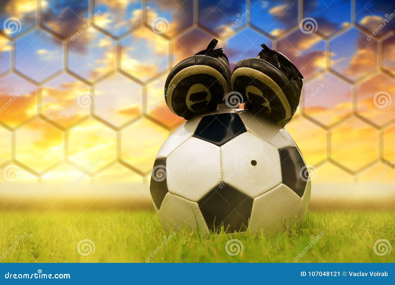 Di Calcio Immagine Rwbxoqdcee Da Pallone Giuoco Campo Scarpe E Sul tQdshxCrBo