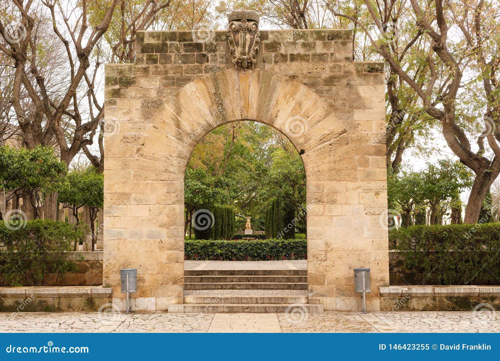 Palma de Mallorca, Espanha - 19 de mar?o de 2019: jardim p?blico e parque da arte no centro da cidade velha de Palma ao lado do p