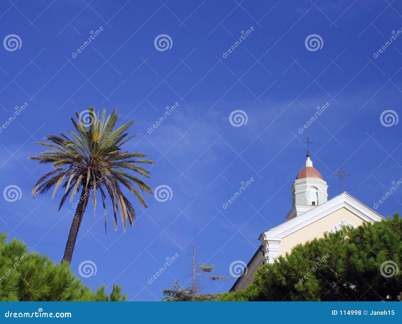 Palmeira e igreja italiana