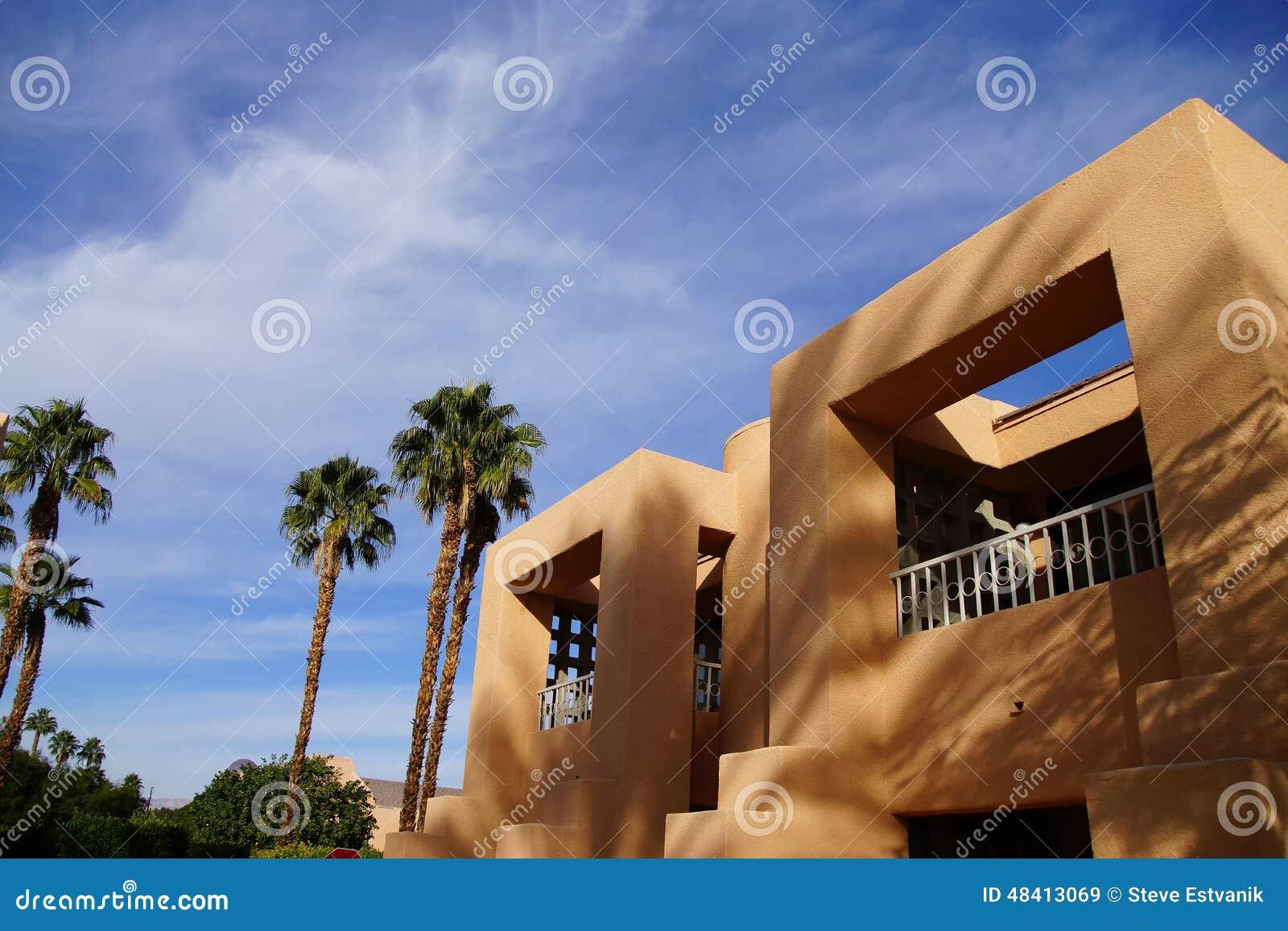 Palmträd och sydvästlig arkitektur