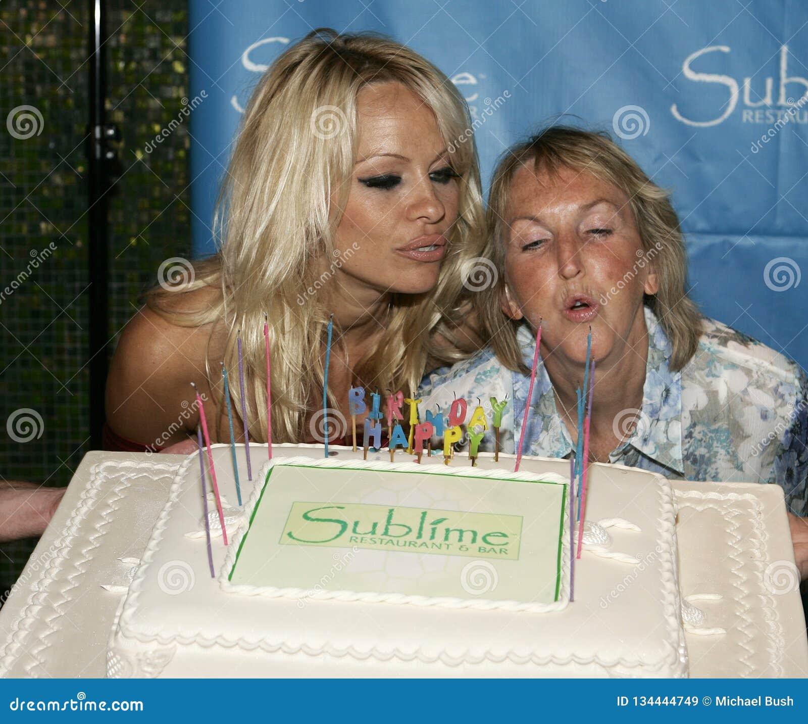 Pamela Anderson Celebrates 40th födelsedag