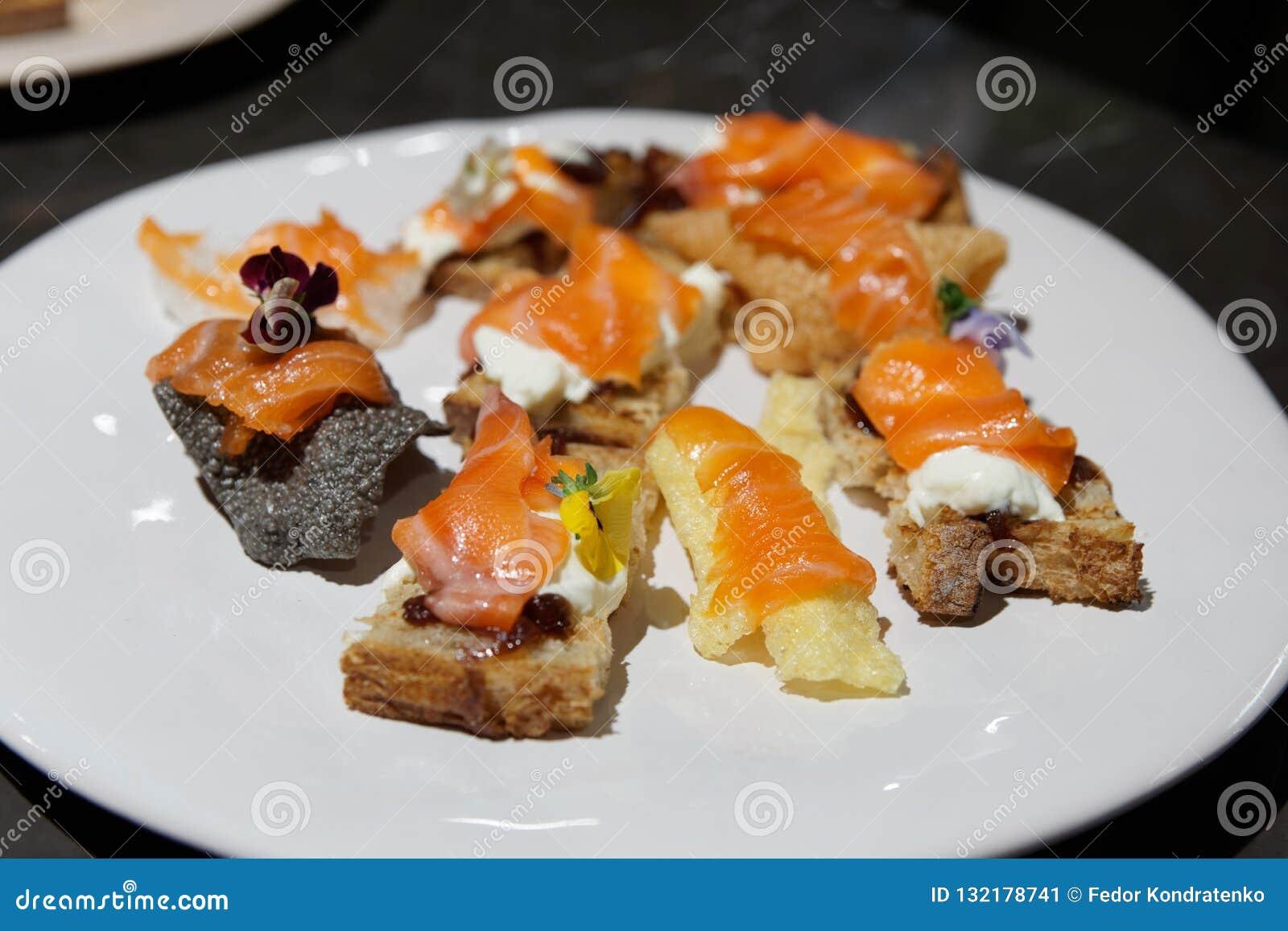 Pan con de color salmón - pequeños bocados