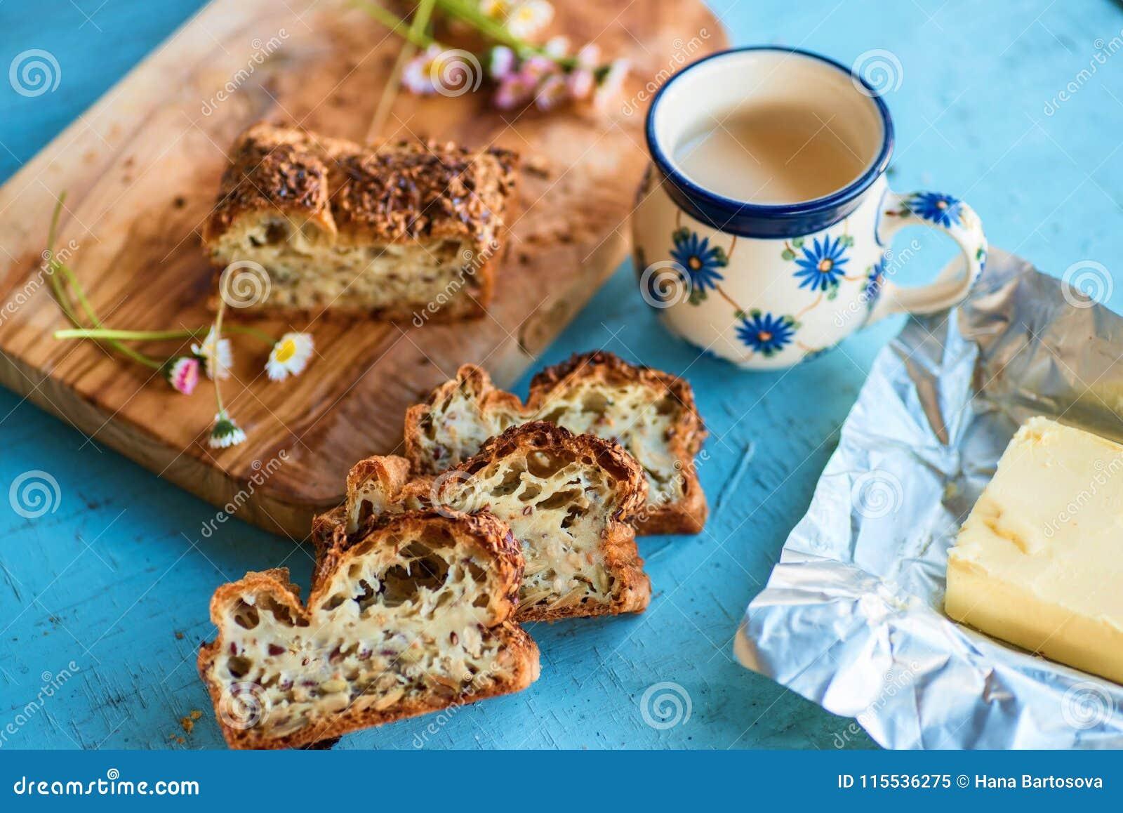 Pan gluten-libre sano con las semillas