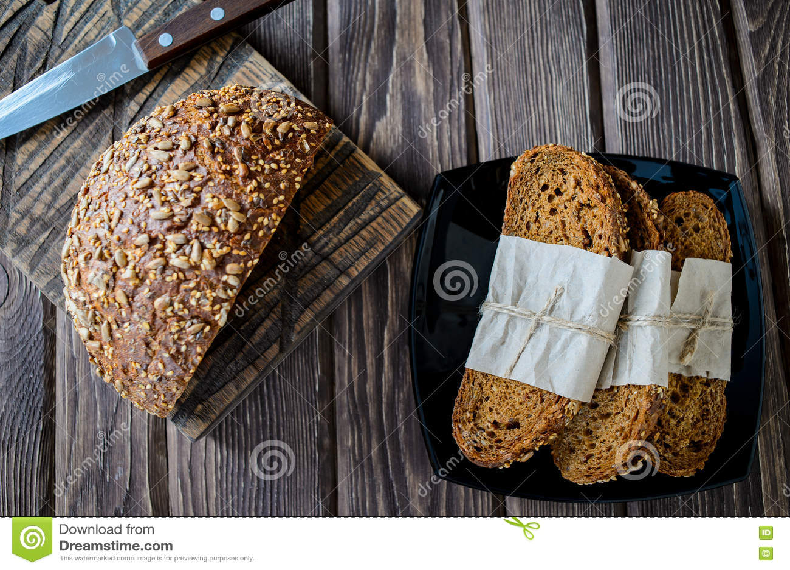 Pan recientemente cocido del multigrain