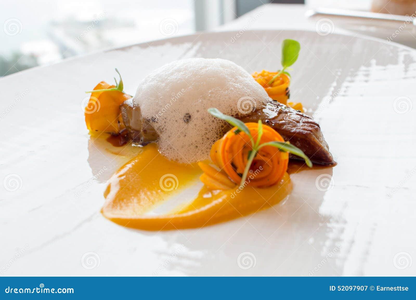 Pan Seared Duck Foie Gras delicioso em uma placa