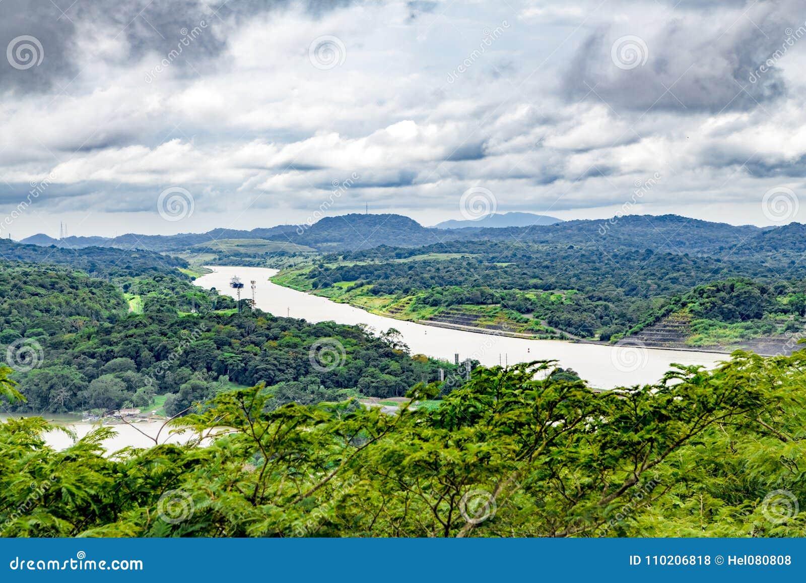 Panamski kanał Gatun i jezioro, widok z lotu ptaka
