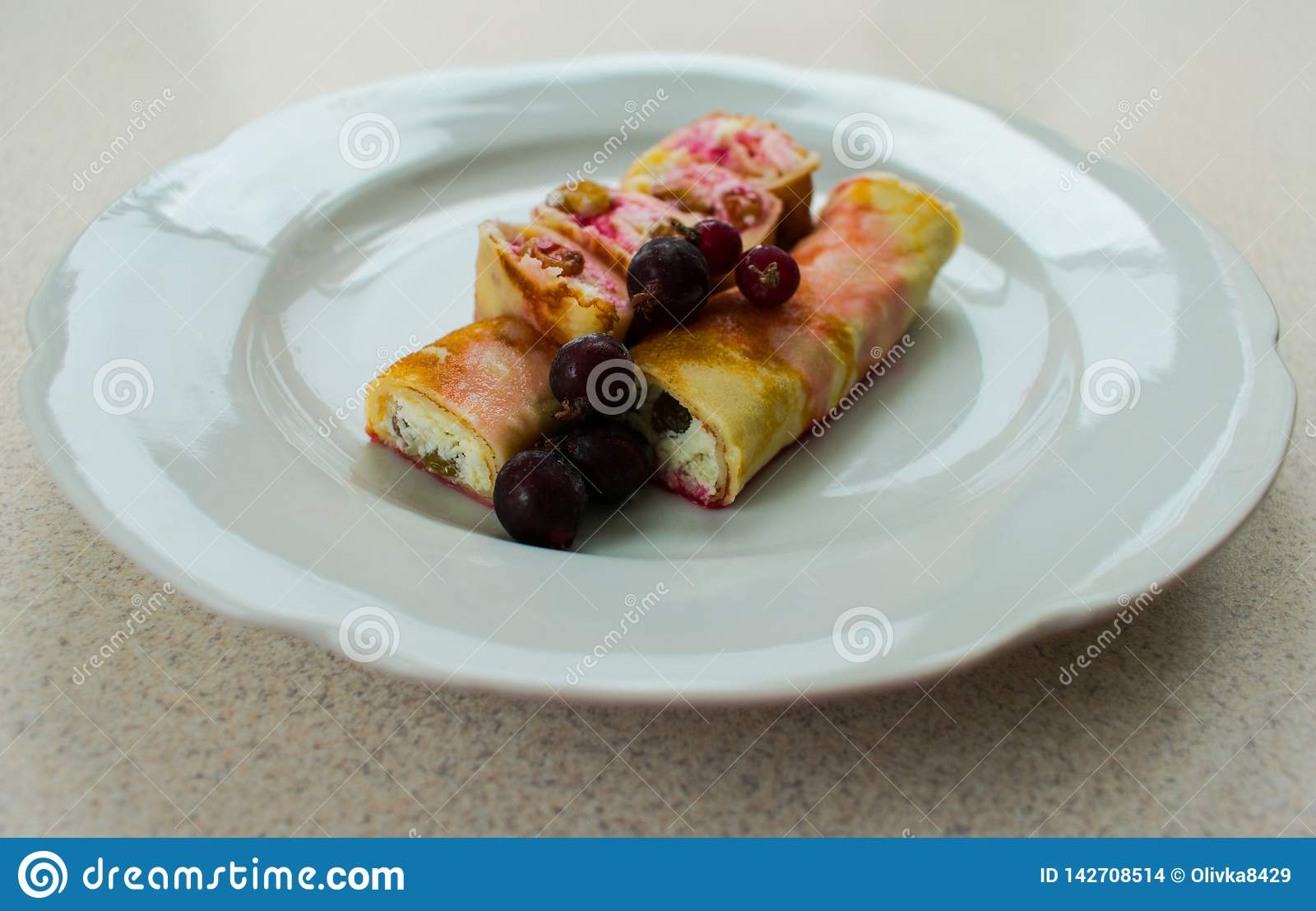Pancake with cream cheese and berries