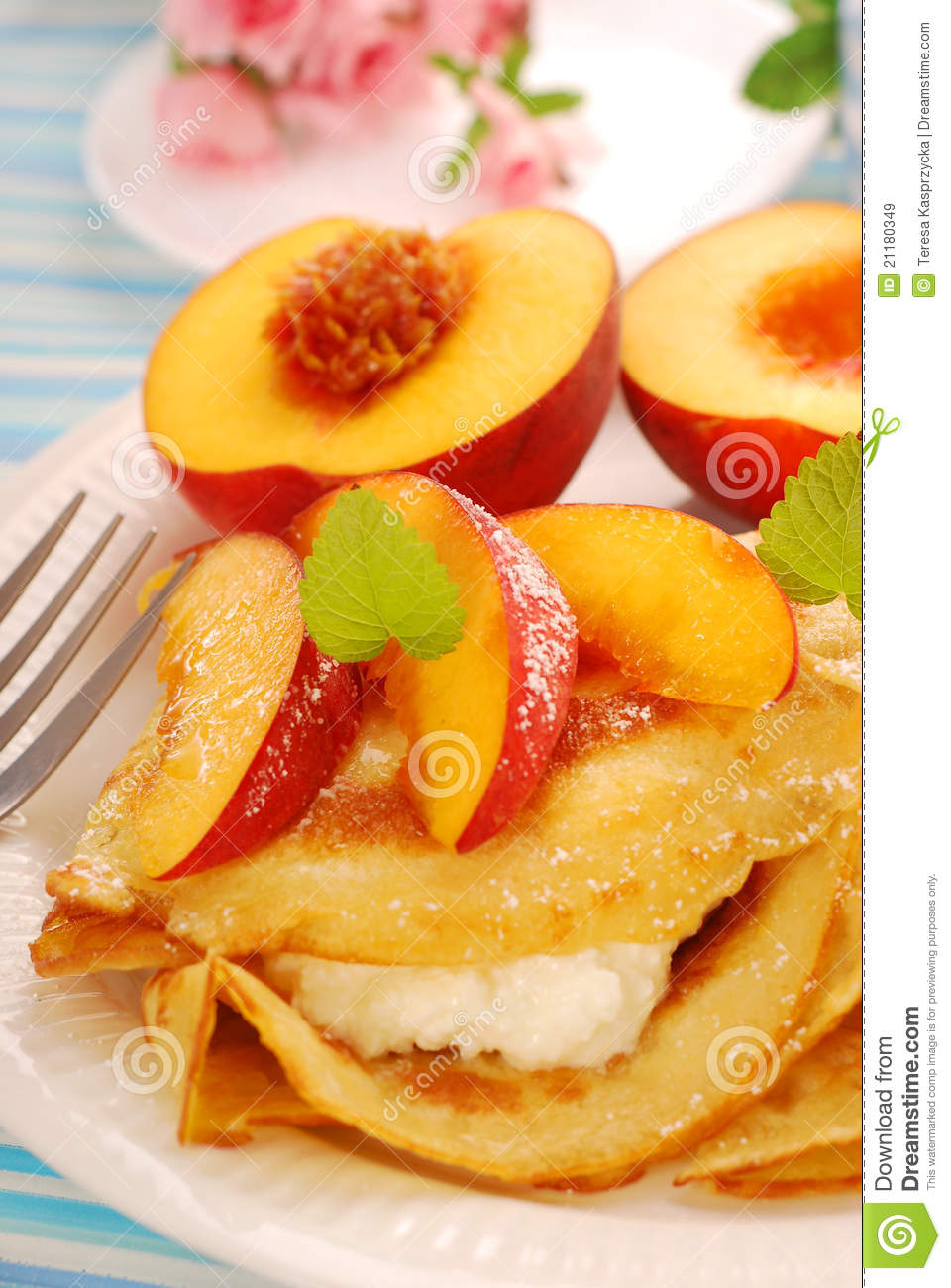 Pancakes with cottage cheese and peach