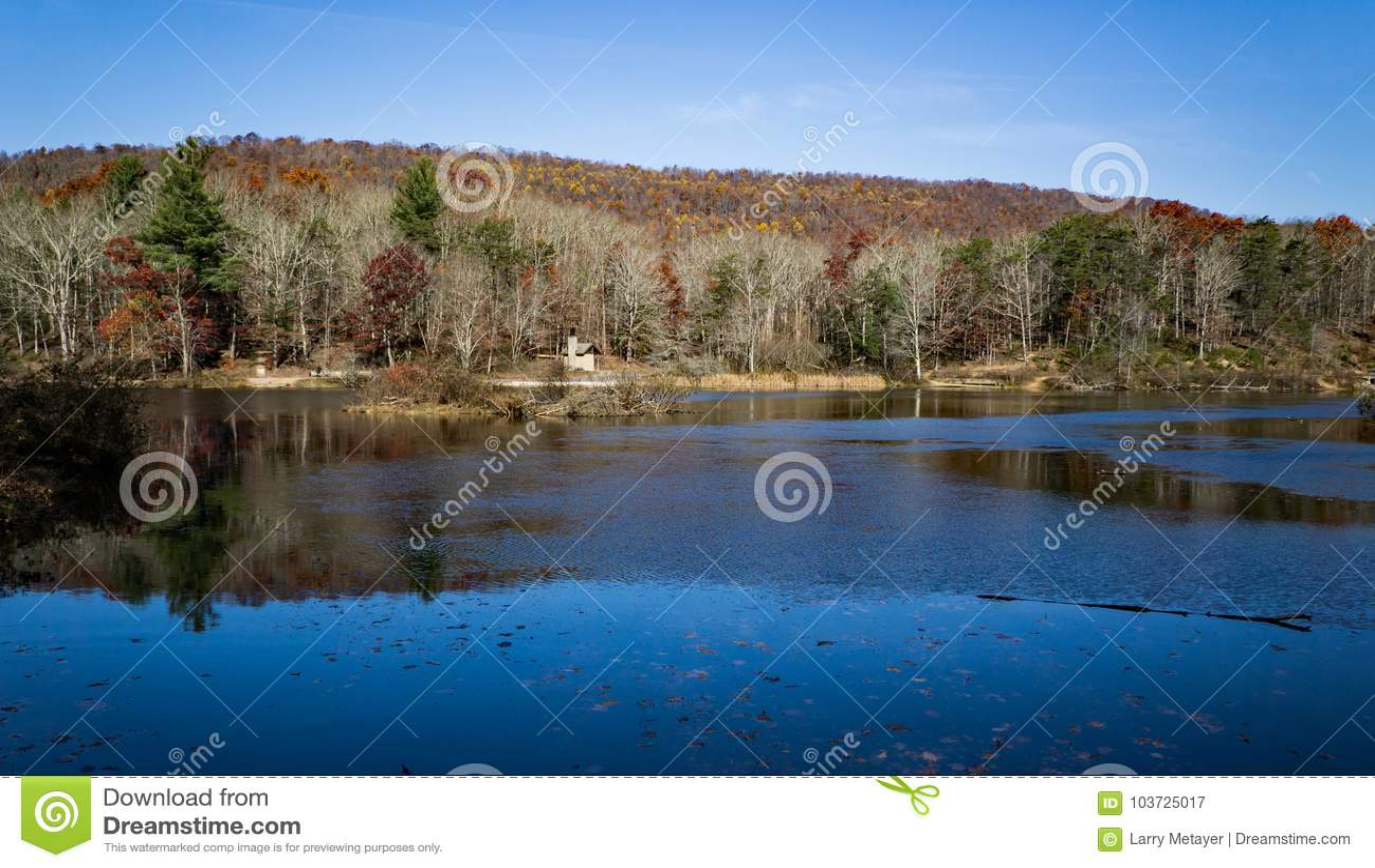 Pandapas池塘秋天视图