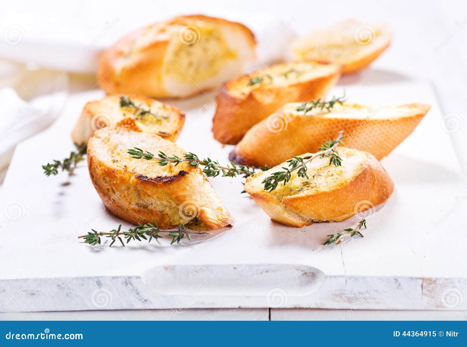 Pane all aglio fresco con le erbe