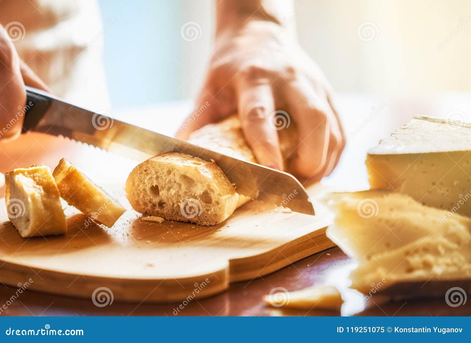 Pane di taglio della persona