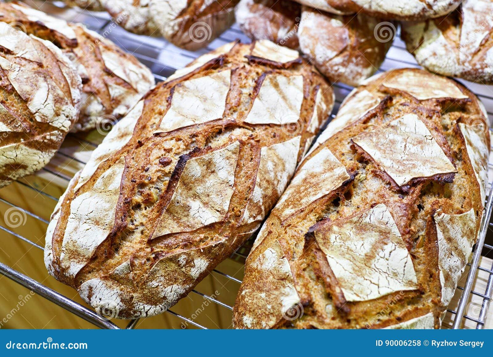 Pane fresco con la crosta