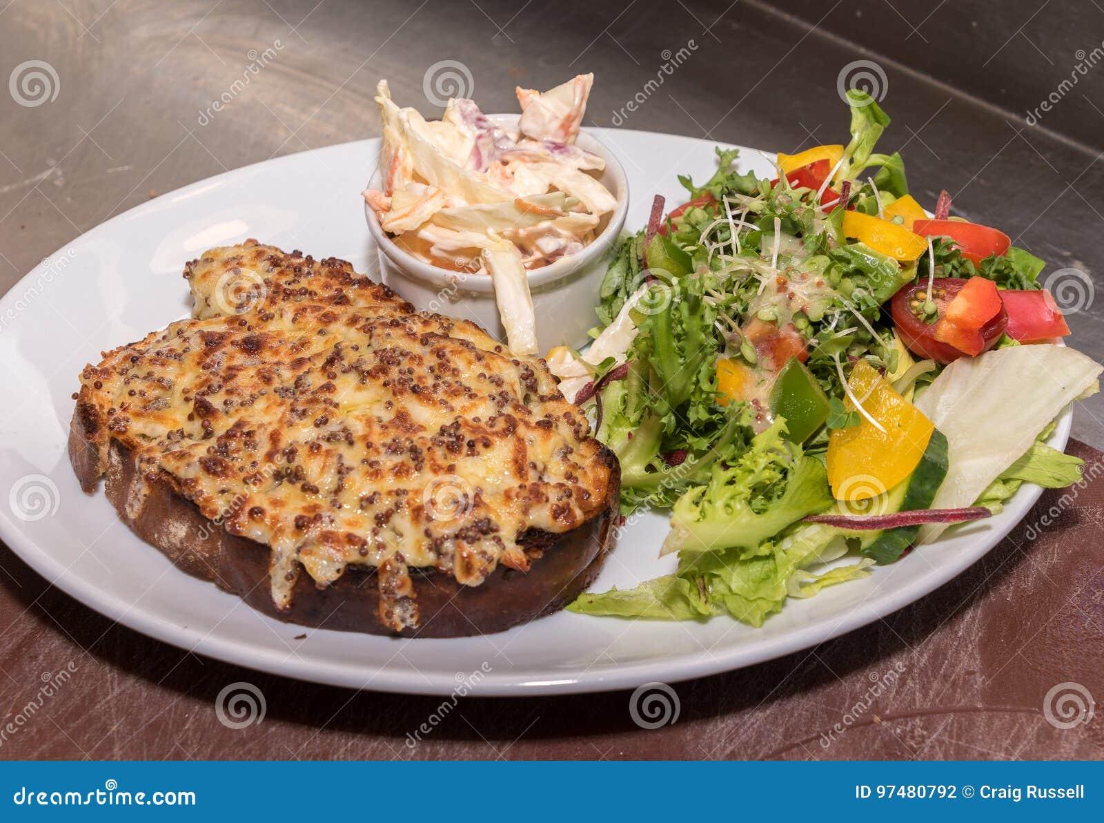 Pane tostato e formaggio fuso