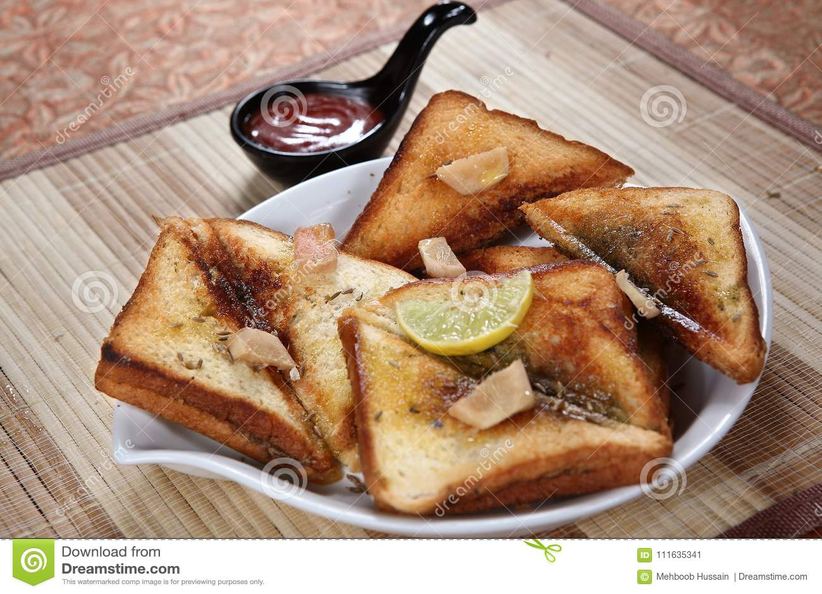 Pane tostato saporito del Ka di Ulund dal, pane tostato saporito di Ulundu, pane tostato saporito di grammo bianco