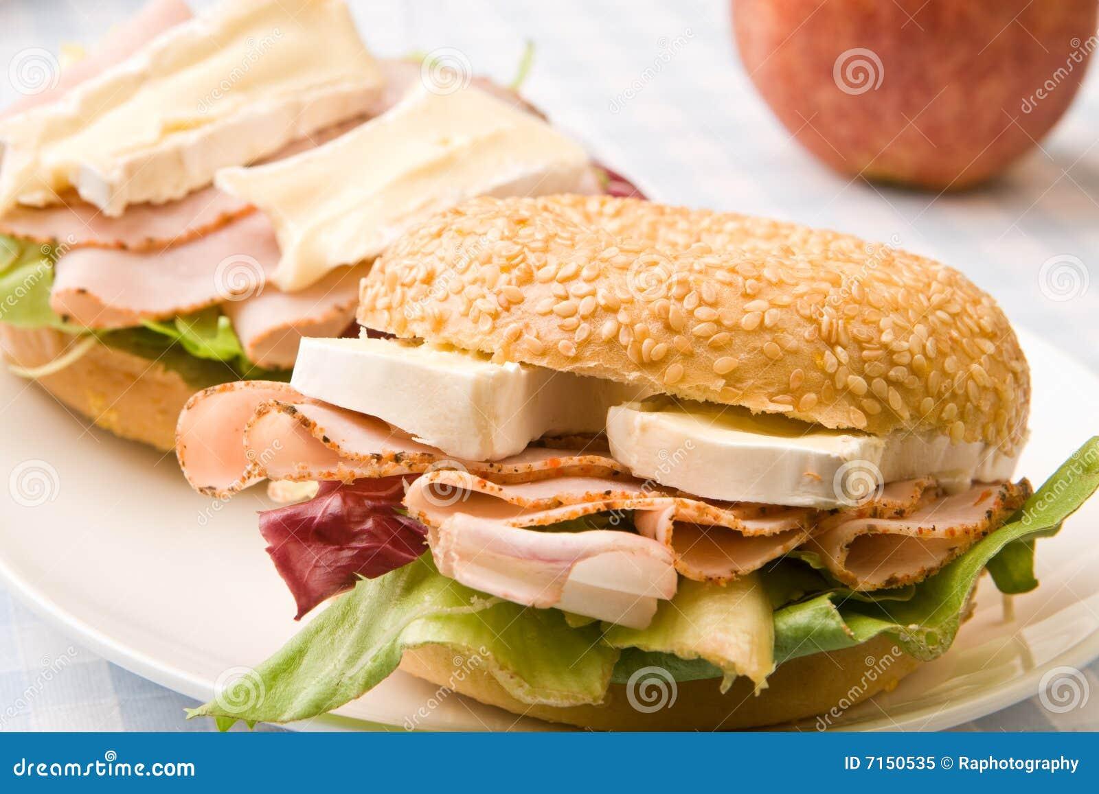 Panecillo delicioso del jamón y del queso