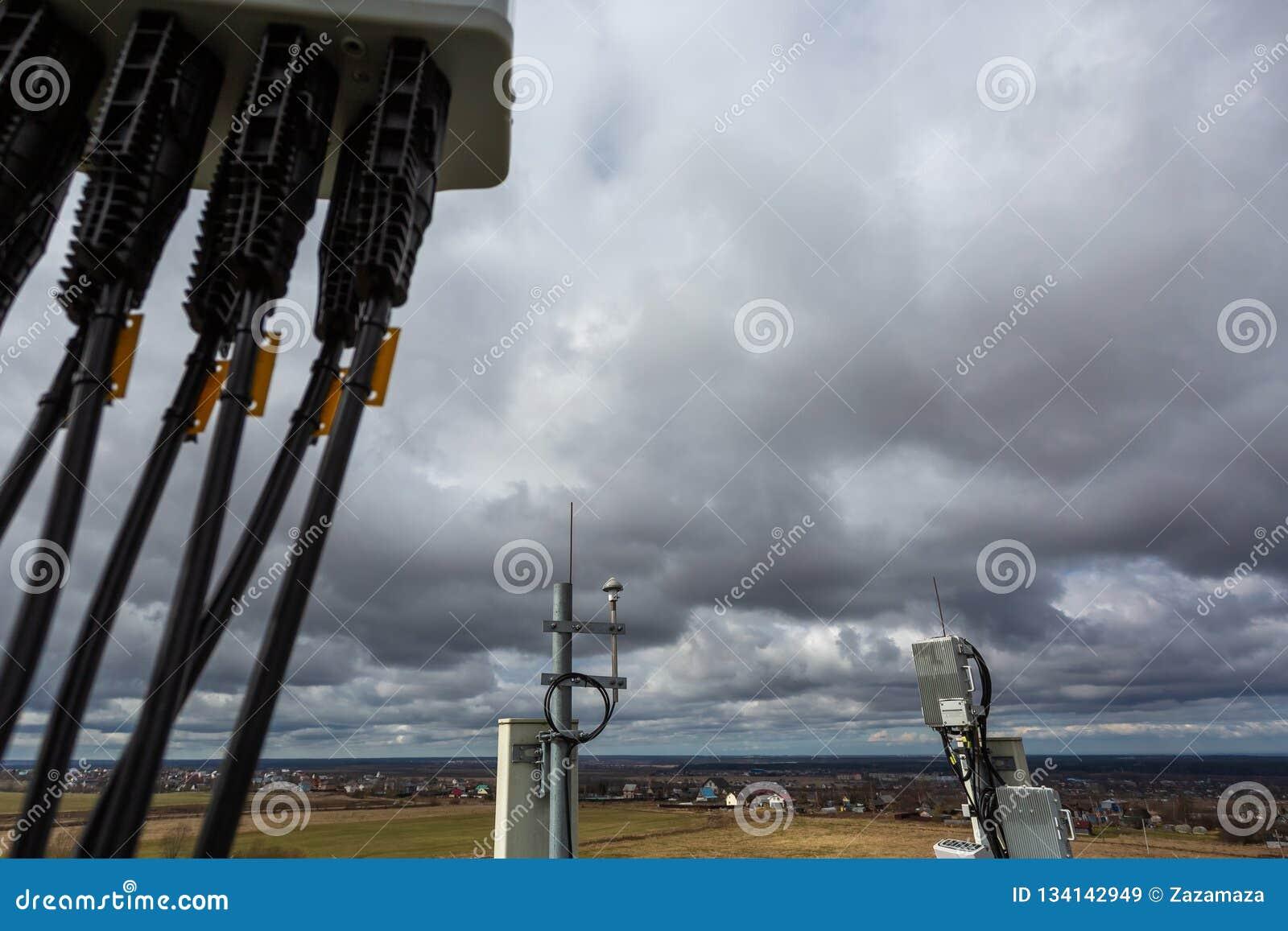 Panel Antenna Of GSM DCS UMTS LTE Bands, GPS Antenna And