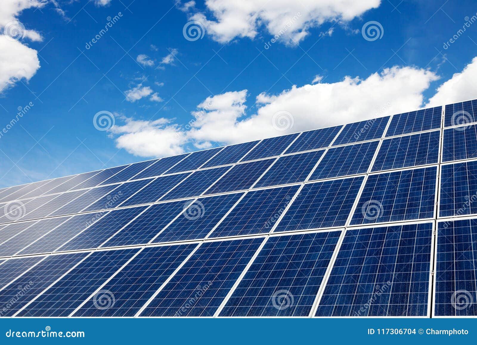 Panel słoneczny - źródło alternatywne energia na rowerze ekologicznej energii & oznaczają organy kanałowej przyjacielską środowis