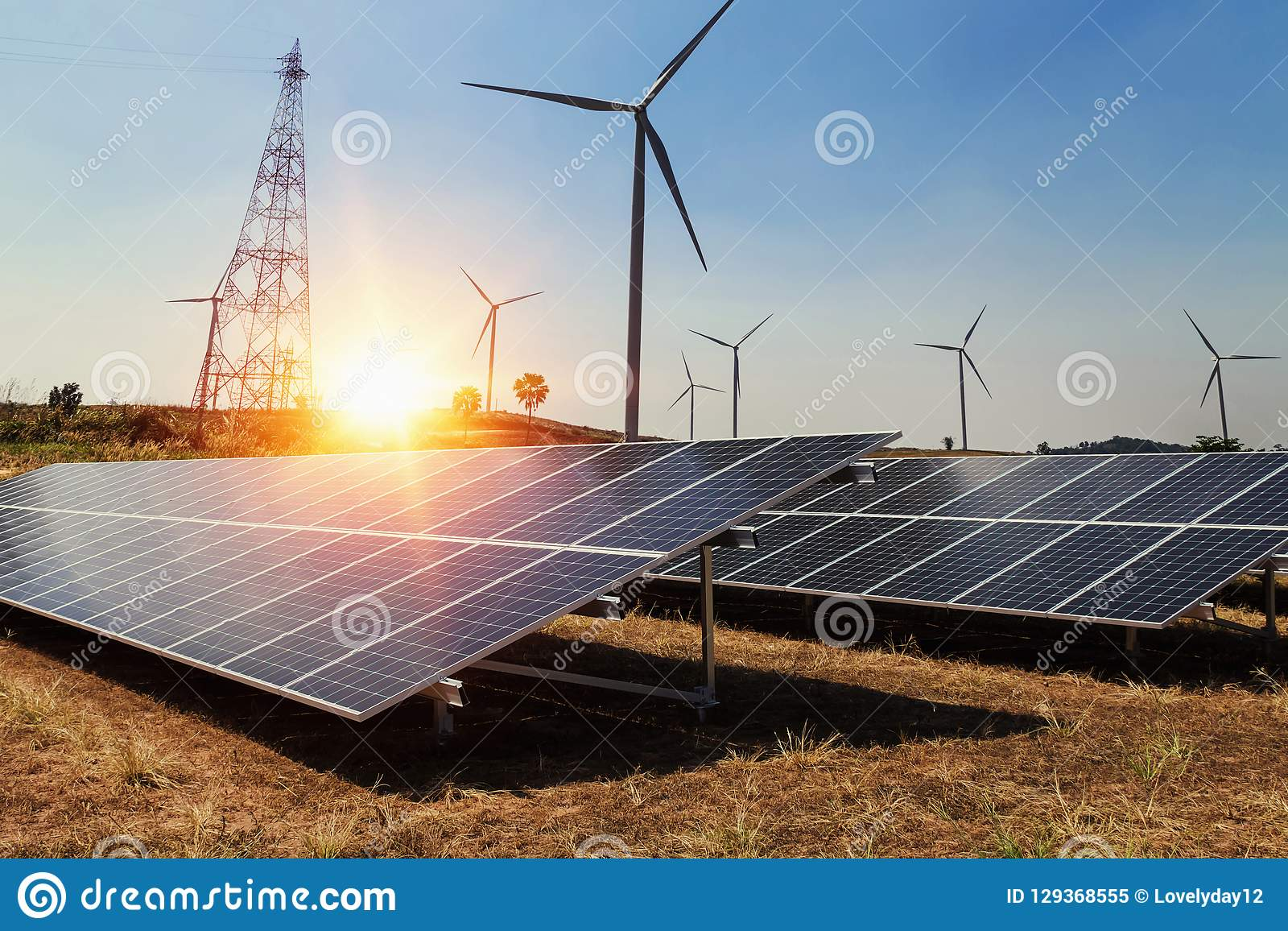 Panel słoneczny z silnikiem wiatrowym i światłem słonecznym czystej władzy energia c