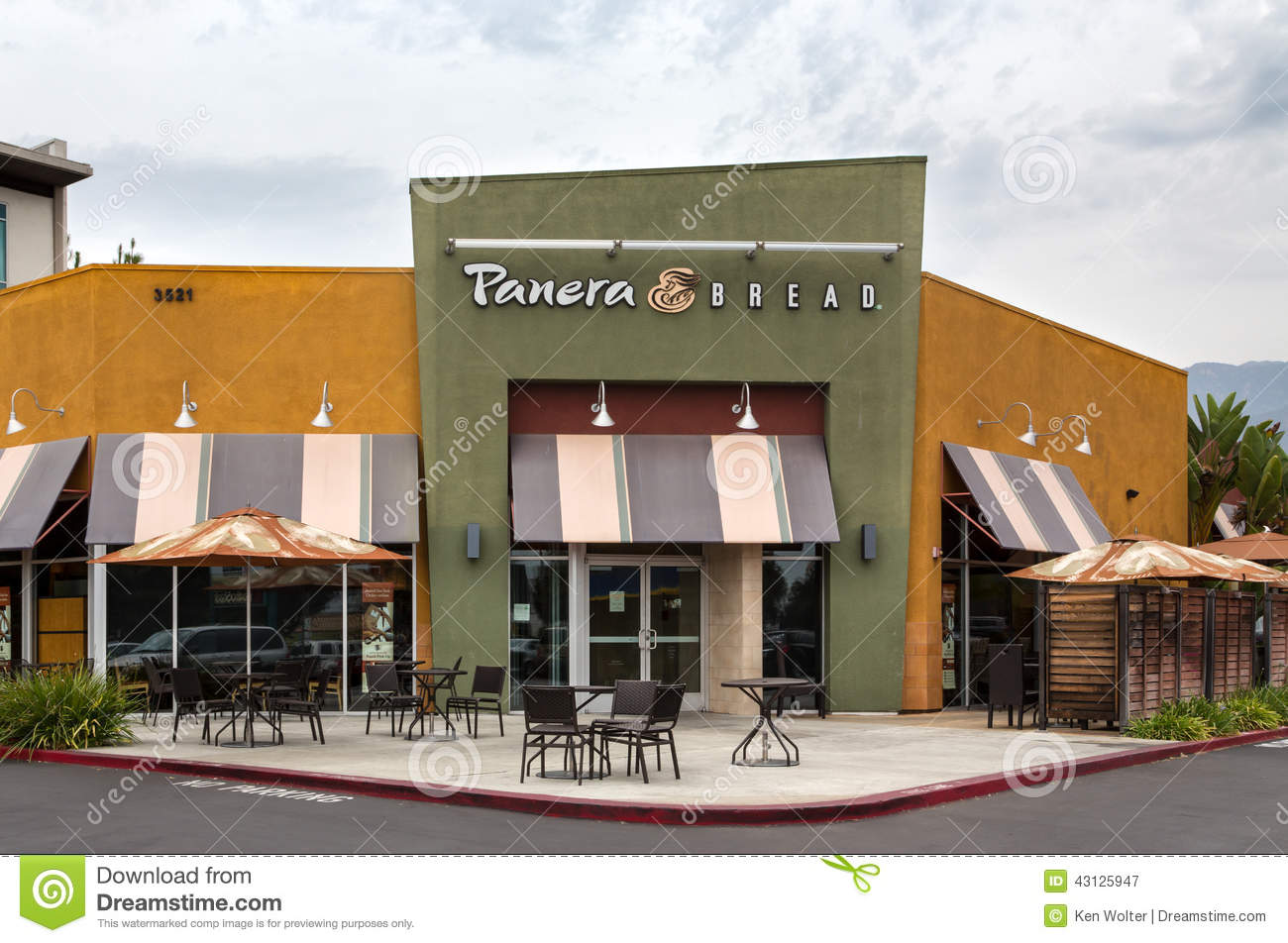 Panera bread restaurant exterior editorial photography for Restaurant exterior design pictures