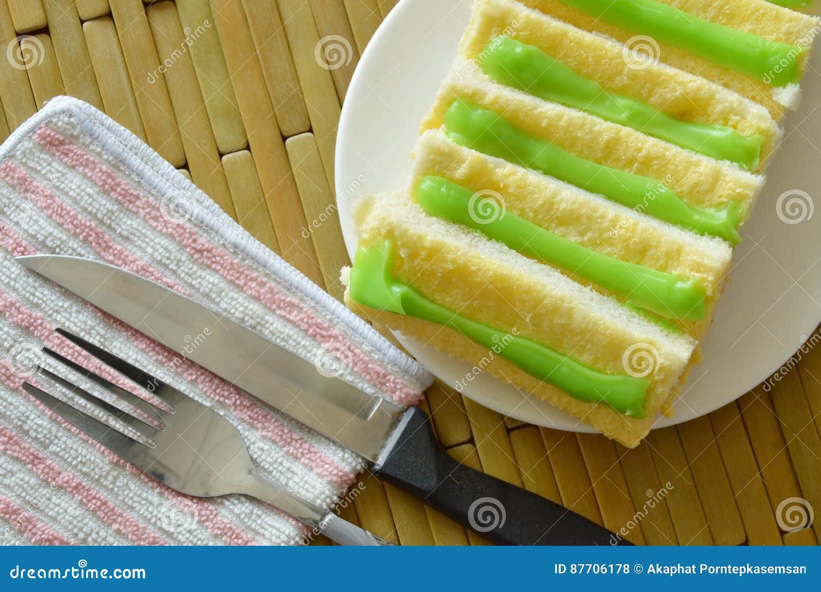 Panez préparer la sauce à beurre et à crème anglaise du plat