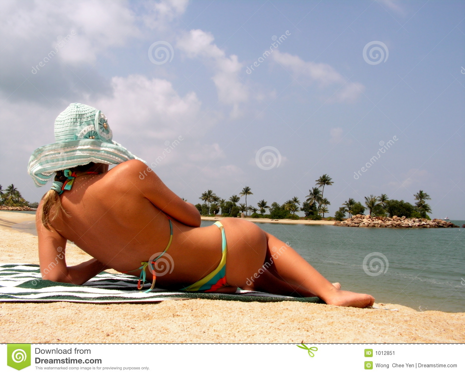 Pani suntanning plażowa
