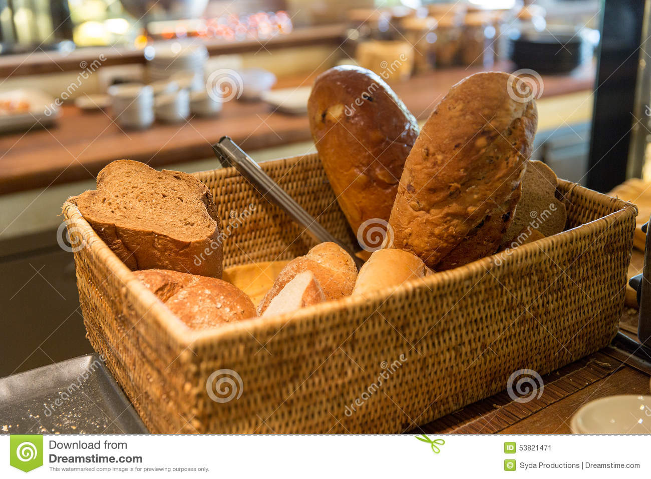 panier avec du pain au restaurant image stock image du farine carbohydrate 53821471. Black Bedroom Furniture Sets. Home Design Ideas