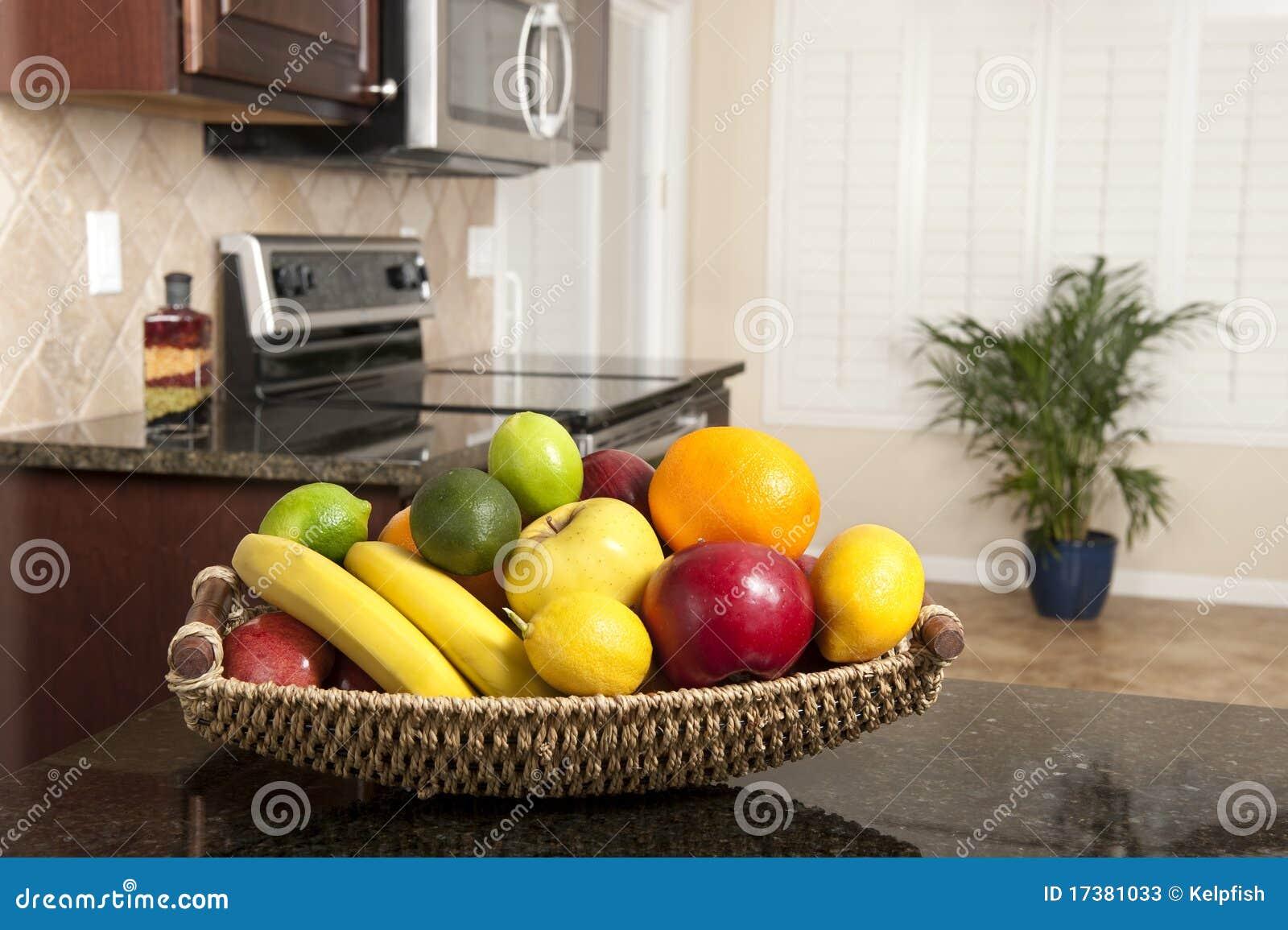 panier de fruit frais dans la cuisine moderne photos stock image 17381033. Black Bedroom Furniture Sets. Home Design Ideas