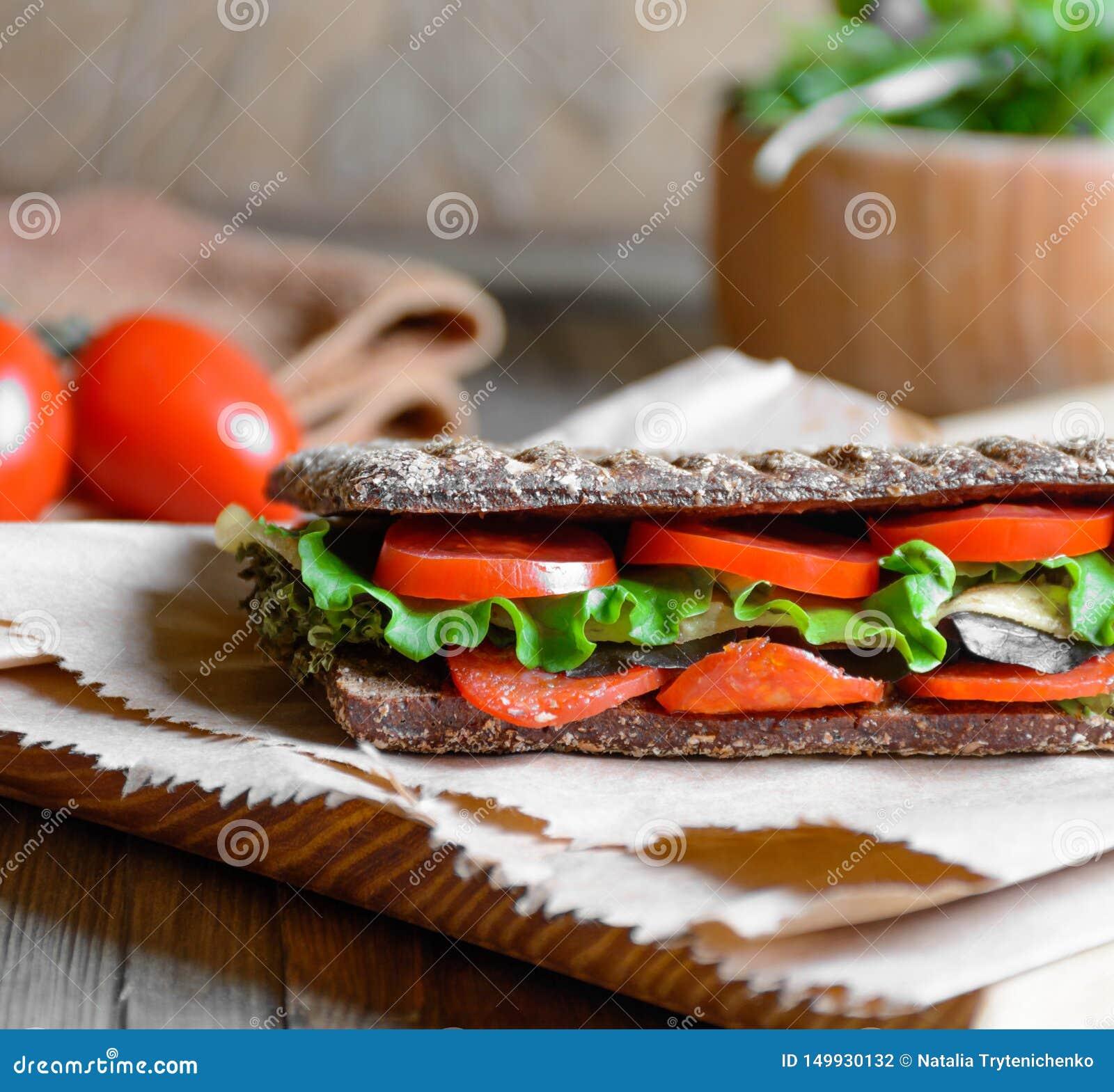 Panini - panino con pane nero